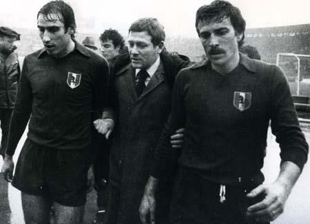 Gigi Radice fra Graziani e Zaccarelli. Nella sua seconda esperienza con il Toro, dal 1987 al 1989, Radice ottenne i seguenti risultati: 1984-85 2° con 39 punti (dietro il Verona di Bagnoli). 1985-86 5° con 33 punti 1986-87 11° con 26 punti 1987-88 7° con 31 punti 1988-89 esonerato dopo 9 partite. Il Toro viene affidato prima a Claudio Sala poi a Sergio Vatta, ma con 27 punti giunge 15° e viene retrocesso in serie B, per la seconda volta nella sua storia dopo il 1958-59.