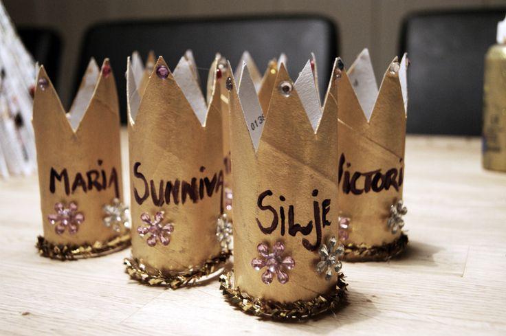 Dorull kan også brukes til bordkort! Her som prinsessehatter til en barnebursdag :)
