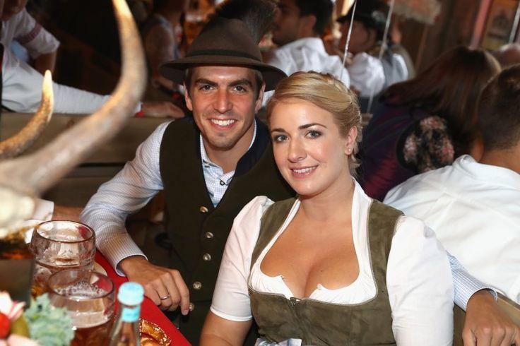 Lahm mit seiner Frau Claudia auf dem Oktoberfest: Nach seiner Karriere will er etwas mehr Abstand zum Fußball.