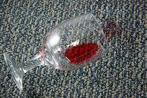 Remover Manchas de Vinho Tinto do Carpete