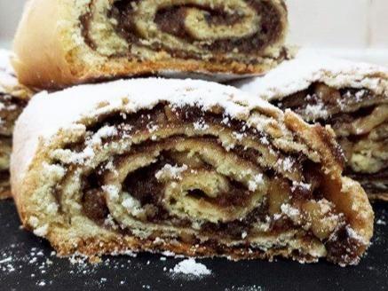 מתכון רולדות מגולגלות במגוון טעמים, רולדות נהדרות מבצק פריך במילוי שוקולד, תמרים ואגוזים וריבה עם קוקוס - עוגיות מושלמות לאירוח בבית