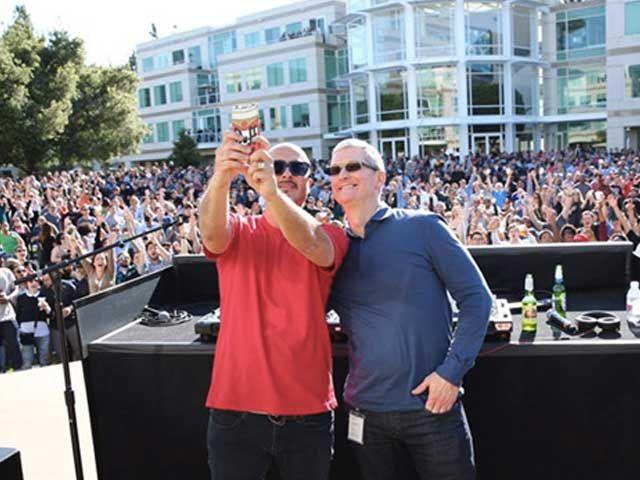 In 6000 alla festa della birra nel campus di Cupertino per i 40 anni di Apple