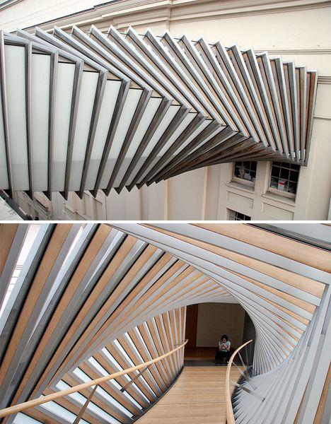 The Bridge of Aspiration. Londres. Situado sobre la Floral Street a la altura del cuarto piso, conecta la Royal Opera House y la Royal Ballet School.