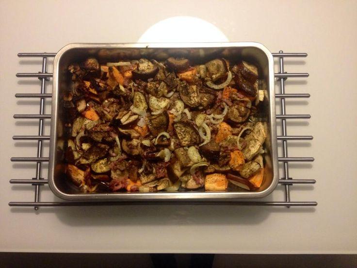 OVENSCHOTEL Zoete aardappel, aubergine, quorn/tofu/spekjes, knoflook, ui, Italiaansekruiden. Aardappels even koken en rest wokken. Daarna 20 min. 100graden in oven.