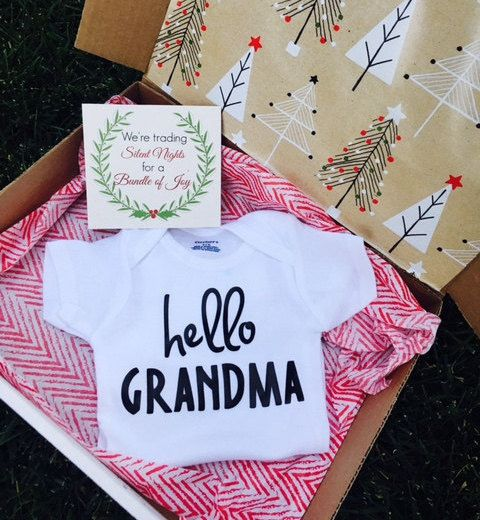 Pregnancy Announcement Box Guess What by SimplyHappyBabyCo on Etsy  The perfect way to announce your pregnancy this Christmas!   #pregnancyannouncement #christmasannouncement #babyannouncement #christmasgift #pregnant #etsy #newbaby #babyonesie #hellograndmaonesie
