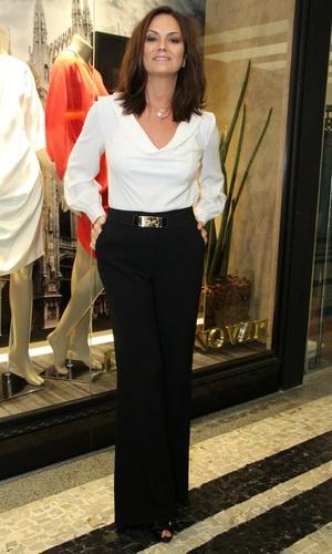Fã de looks mais clássicos e minimalistas, Luiza Brunet é sinônimo de elegância!