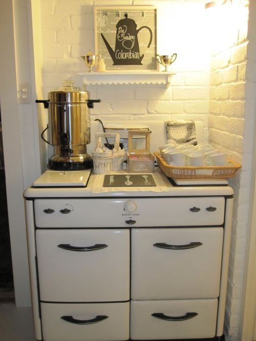 love the vintage stove