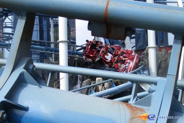 4/13 | Photo du Roller Coaster Euro Mir situé à @Europa-Park (Rust) (Allemagne). Plus d'information sur notre site http://www.e-coasters.com !! Tous les meilleurs Parcs d'Attractions sur un seul site web !! Découvrez également notre vidéo embarquée à cette adresse : http://youtu.be/wEM_IozURDg