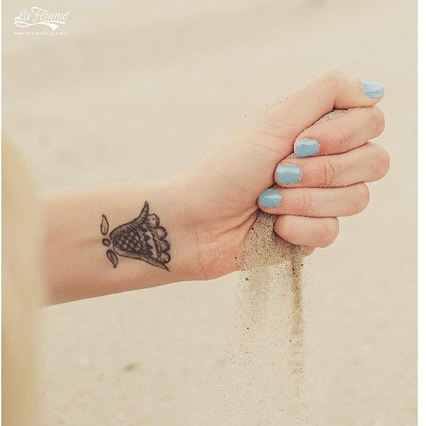 Oltre il cielo blu... #3in1Gel #OneStepGel #AleasCosmetics #Nails #Unghie #Manicure #Sky #Spiaggia #Mare #Mani #Tatuaggi #Cielo #Blogger #Instagood #GlamManicure #Tattoo #Tatuaggi #picoftheday #Smalti #SmaltiSemipermanenti #follow4follow #FollowMe #Polish #NailPolish #LaFemme #Smalto #NailArt #Smalto #PowerPolish #Moda #f4f #Instalike