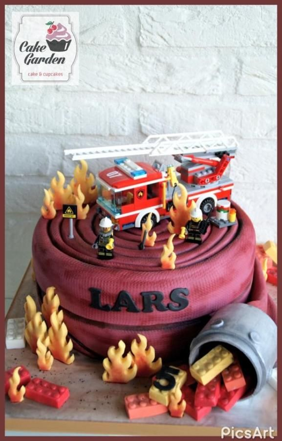 Fire! Firehosecake with a Lego city firetruck - Cake by Cake Garden Houten / lalique1