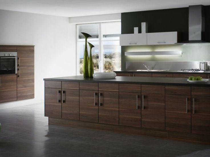 idée de cuisine design avec grand îlot en bois par Ixina