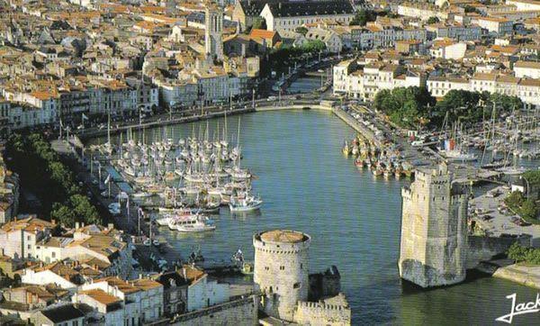 La Rochelle vue du ciel   Charente-Maritime Tourisme #charentemaritime   #LaRochelle   #ToursdeLaRochelle   #ville   #port