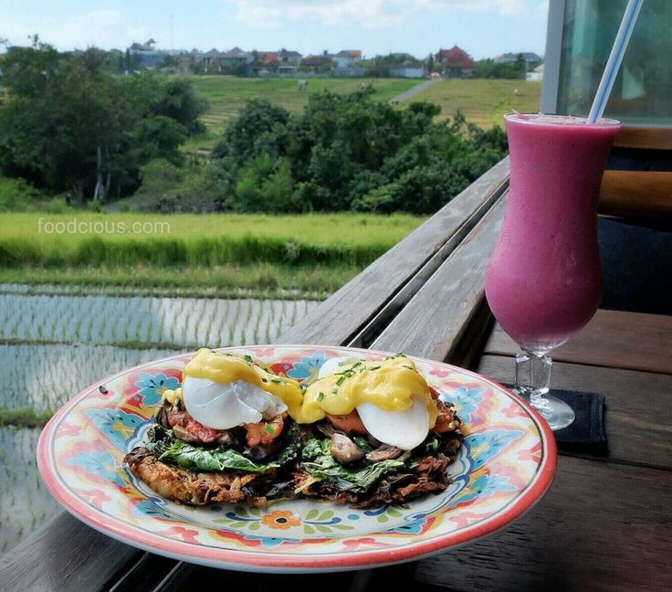 #Bali Green rice paddy fields fresh hot food & healthy smoothies my colorful morning breakfast @MarakujaBali. Try this crispy Leak & potato fritters topped with wilted spinach seasoned mushrooms sweet grilled tomato organic poached eggs hollandaise and chives that would make your day.  Accompanied with this colorful Mother of Dragons smoothies refreshing combination of dragon fruits strawberry banana pineapple mango cashew milk & honey