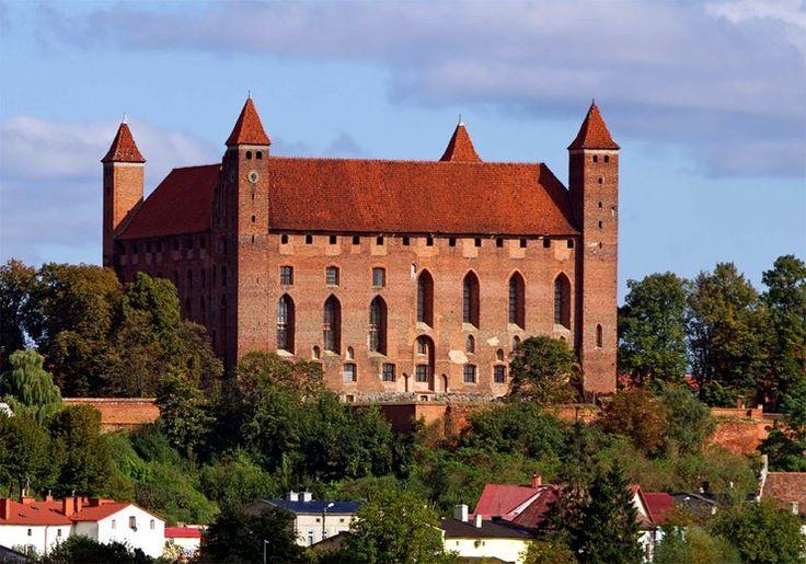 Najpiękniejsze zamki w Polsce - zamek w Gniewie, górujący nad doliną Wisły