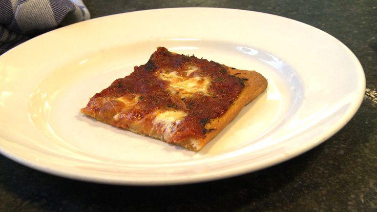 In de keuken van restaurant Toscanini in Amsterdam maakt Madina Mamedova een focaccia met pizza-allure. RECEPT 650 gram bloem 350 …