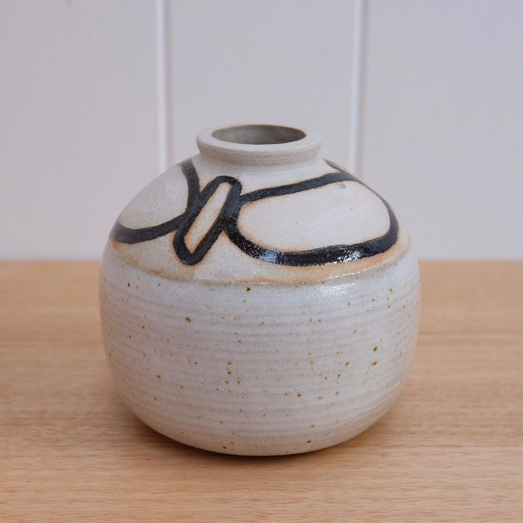 ⌓Wheel thrown stoneware vase ⌓Hand painted ⌇ 120 X 120 mm approx *PLEASE NOTE This item will ship 8th June