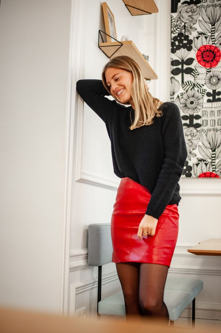 Pull noir et jupe en cuir rouge #ootd #lookdujour #outfit #outfitoftheday #pull