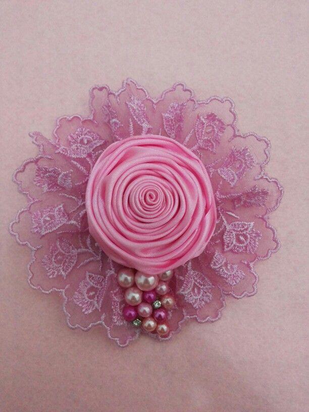 Broch pink flower