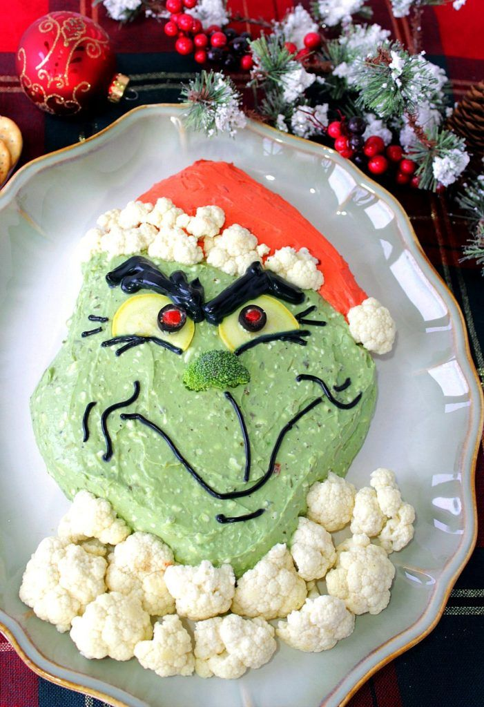 With a few simple ingredients and some easy instructions, you can warm the hearts of your family and friends with this Gloriously Grinchy Guacamole Appetizer. - Kudos Kitchen by Renee - www.kudoskitchenbyrenee.com