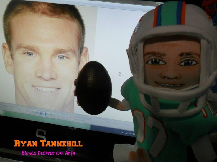 Escultura de foamy en honor a Fofucho Ryan Tannehill de los delfines  Jugador de fútbol americano Ryan Timothy Tannehill  es un jugador de fútbol americano. Juega en la posición de quarterback y su equipo actual son los Miami Dolphins de la NFL