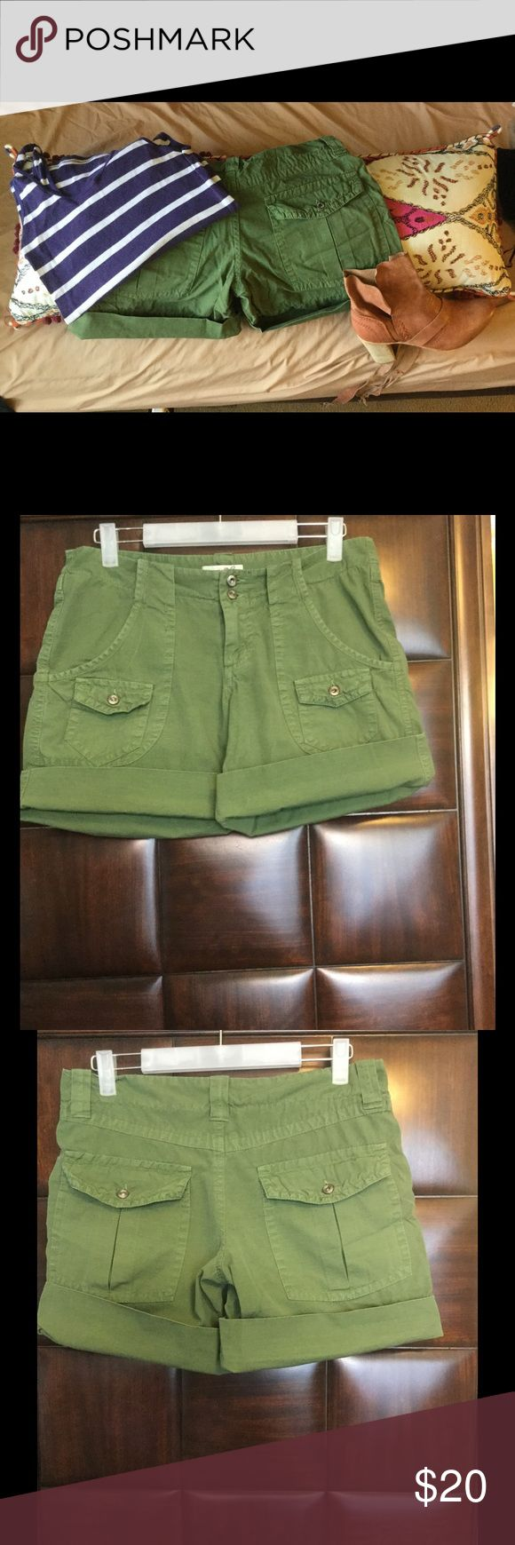 Woman's Green Shorts size 6 Green Shorts with four front  pockets and two in the back like new conditioned. Joie Shorts