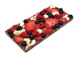 Легкая терпкость тёмного бельгийского шоколада (55% какао, Вelcolade, Noir Selection), сладость маршмеллоу, кислинка сублимированных ягод малины, красной смородины и вишни. Это божественно вкусно! http://www.aimant.ua/chocolate/product/dark_choco_with_redcurrant_raspberry_marshmallow