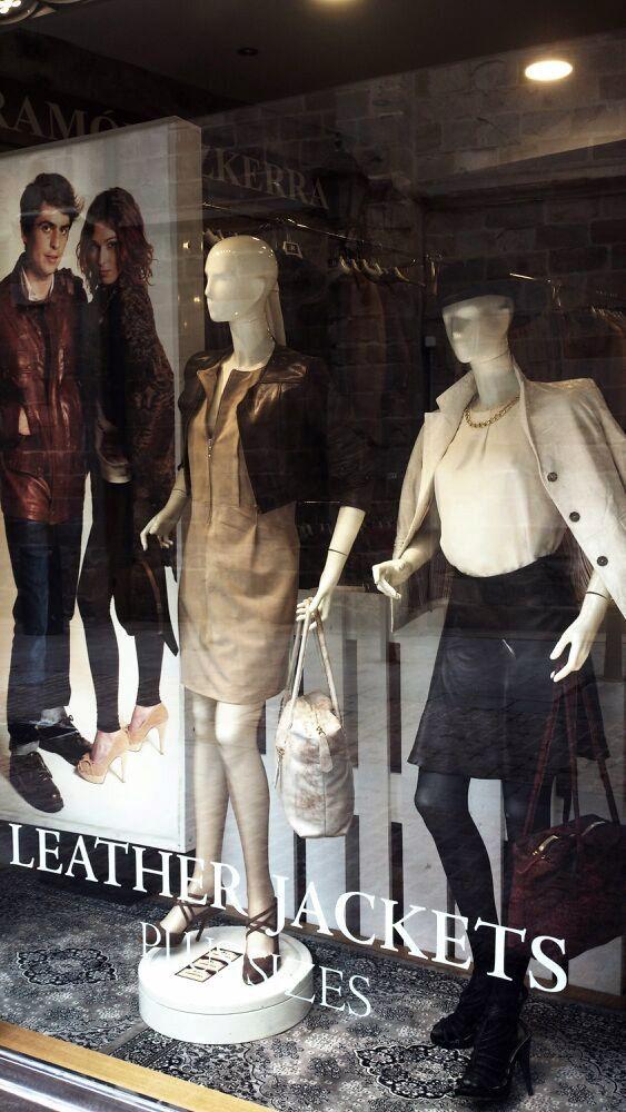 Prendas de ante ycuero. Cazadoras, chaquetas, faldas, vestidos, bolsos...Prendas a medida y arreglos en nuestro taller.
