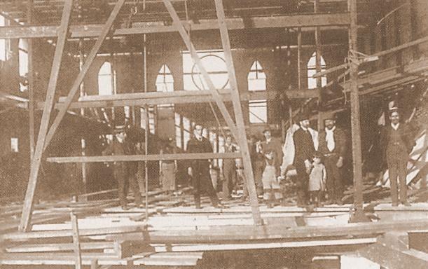 Pastor Hoover inspeccionando construcción Templo Iglesia Episcopal de Valparaíso