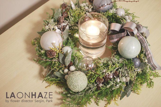 Christmas Wreath by LAONHAZE flowers  www.laonhaze.com +Instagram. flowerdirector_seojin