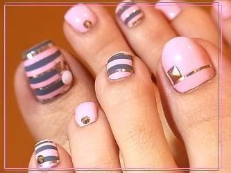 Charcoal grey - Light pink - Stripes - Gold studs - Toenail design