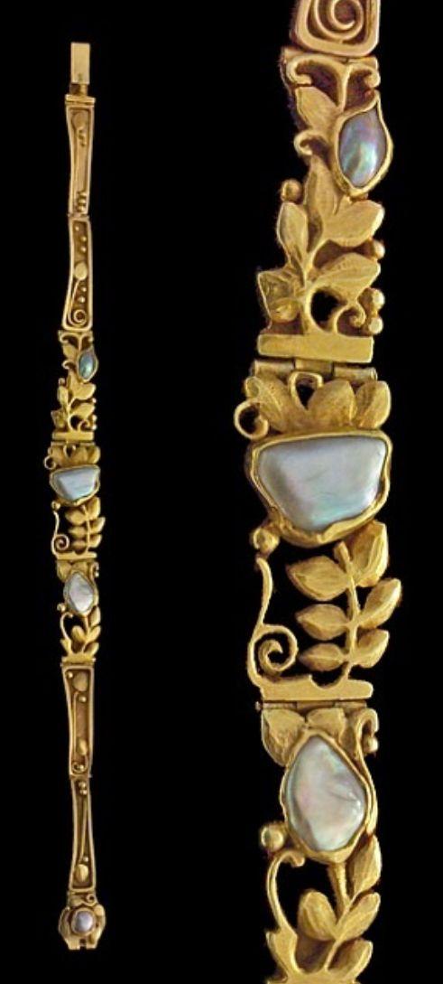 An Art Nouveau gold and pearl bracelet, attributed to Edouard Colonna, circa 1900. #Colonna #ArtNouveau #bracelet