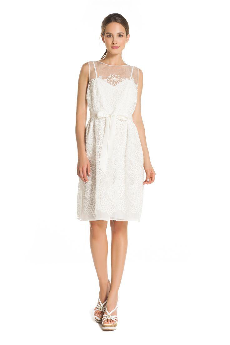 Robe de mariée, mariage civil, robe blanche unie à encolure ronde avec broderies et tulle transparent. - René Derhy