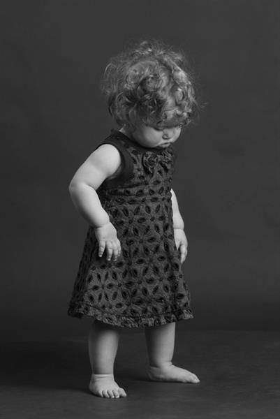 Кудрявая в платье