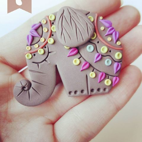 Polymer clay brooch #brooch #mandala #indian #india #indonesia #elephant #colorful #color #original #creative #cute #polymerclay #clay #clayartist #fimo #handmade #handmadewithlove #handcrafted #art #artwork #myart #sweet #grey #animals #african #africa #arcillapolimerica #hechoamano #elefante