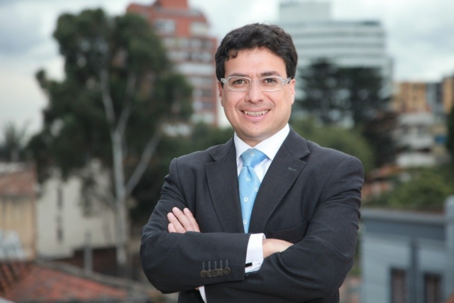 Dr. Abel Uribe, Director del Programa de Mercadeo