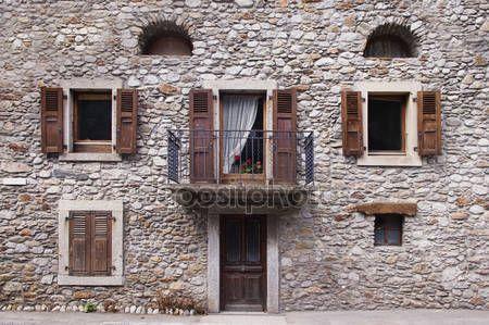 Risultati immagini per finestre lunghe e strette