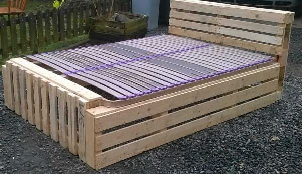 Here is my new palletbedframe made with discarded pallet planks!