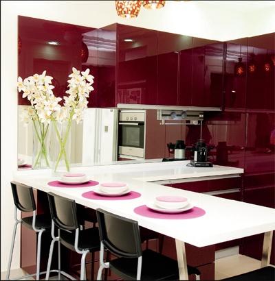 Reno Concept Sdn Bhd ● Dapur moden bersaiz 12 kaki x 9 kaki menggunakan high gloss cystal ( plum) dipadankan dengan kaunter top  quartzstone ● Kos RM 31,000 (termasuk aksesori)
