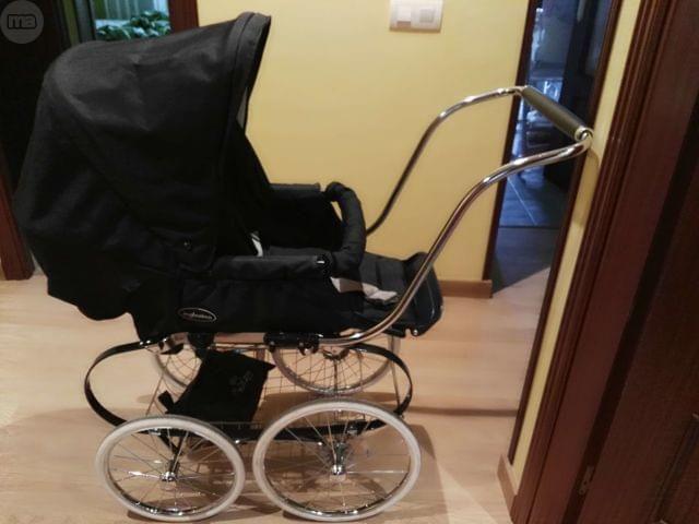 . Se vende silla inglesina clasica azul marino,rueda grande.regalo sombrilla en marino