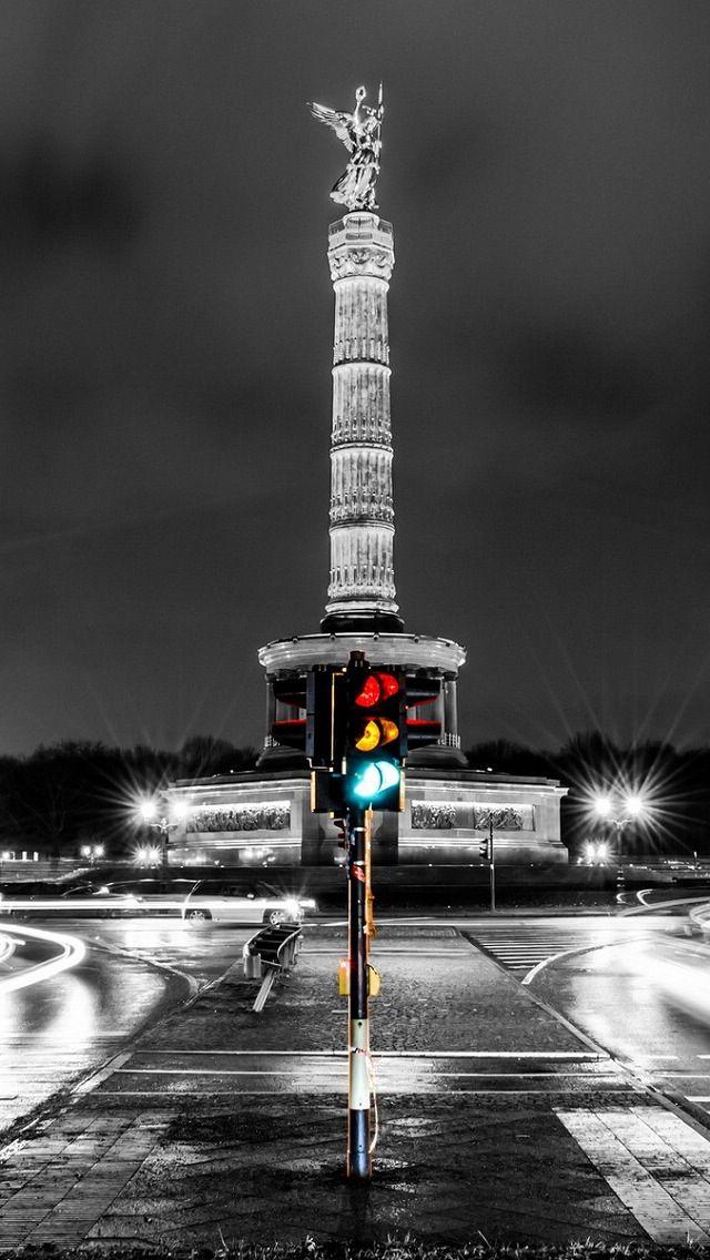 Berlin, Deutschland - touch of color street light