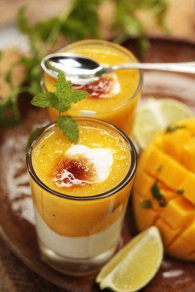 Leicht und fruchtig: Dieses Rezept verzaubert mit der zarten Mango und einem leichten Joghurt. Diese kulinarisch himmlische Versuchung ist im Handumdrehen zubereitet.