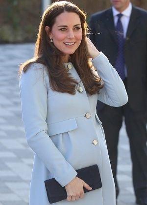 Com a gravidez na semana limite, Kate Middleton não desacelera e até dirige #Casamento, #Fotos, #Gravidez, #Kate, #Luz, #SegundoFilho, #William http://popzone.tv/com-a-gravidez-na-semana-limite-kate-middleton-nao-desacelera-e-ate-dirige/