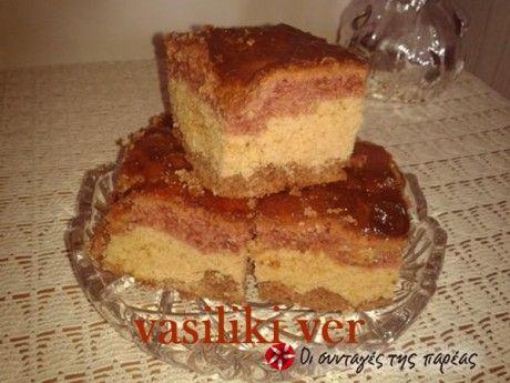 Απλό, γευστικό κέικ, το ζαχαρούχο κάνει μια πολύ γευστική καραμελωμένη κρούστα.