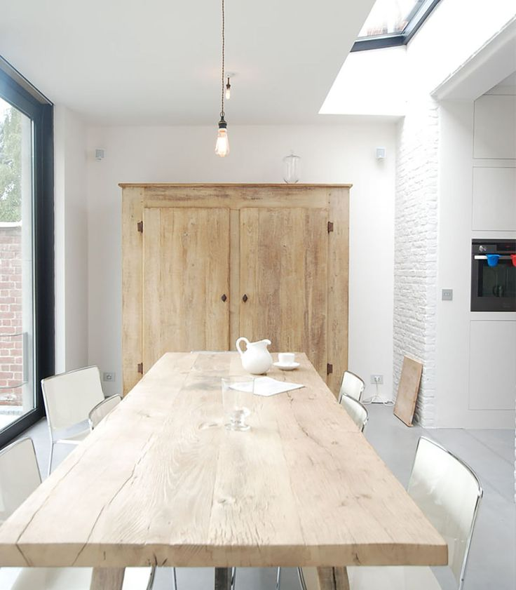 Analysing, carefully removing defects, revaluing the existing qualities and eventually adding subtle accents. Vincent Holvoet renovated his own terraced...