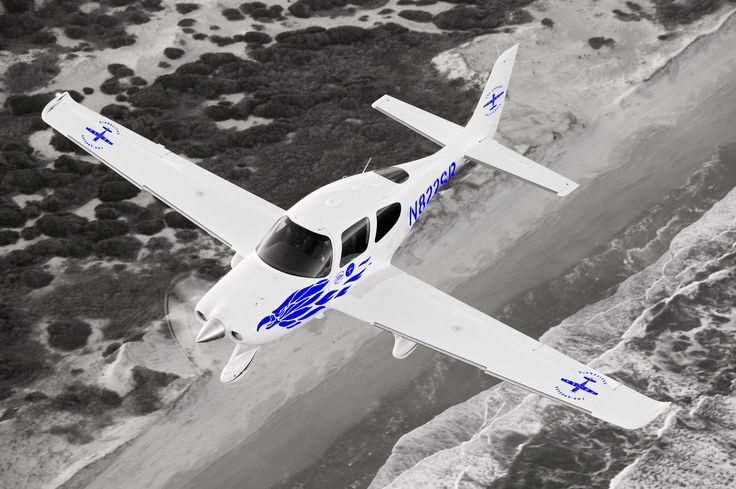 The SR20 was the first production general aviation aircraft equipped with a parachute to lower the airplane safely to the ground after a loss of control, structural failure or mid-air collision. It was also the first manufactured aircraft with all-composite construction, flat-panel avionics and side-yoke flight controls. #cirrus #SR20 #aircraft #flight #fola