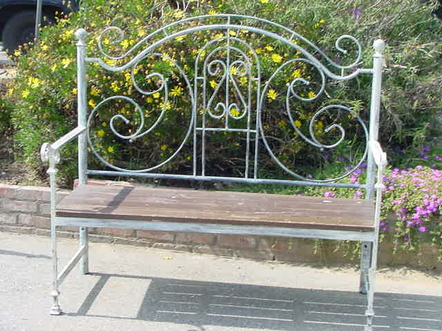 metal beds repurposed | bench from old iron bed.JPG