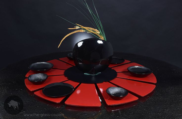 Large lazy susan windmill  with 12 detachable glasses in dynamic black & red color combination designed by www.the-glass-co.com Code: S4-C2-18-SR32 Ask us at info@myglassstudio.com
