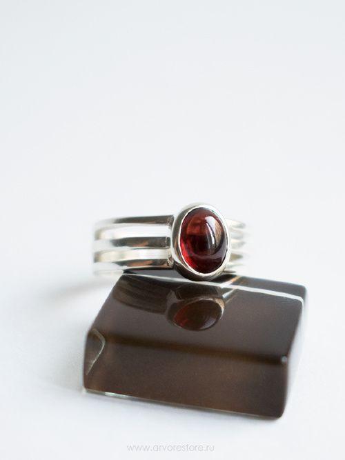 Тройное кольцо с гранатом