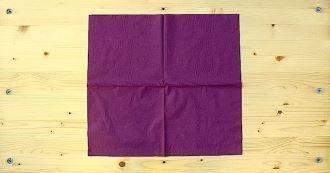 Pliage de serviettes en forme de robe de soirée