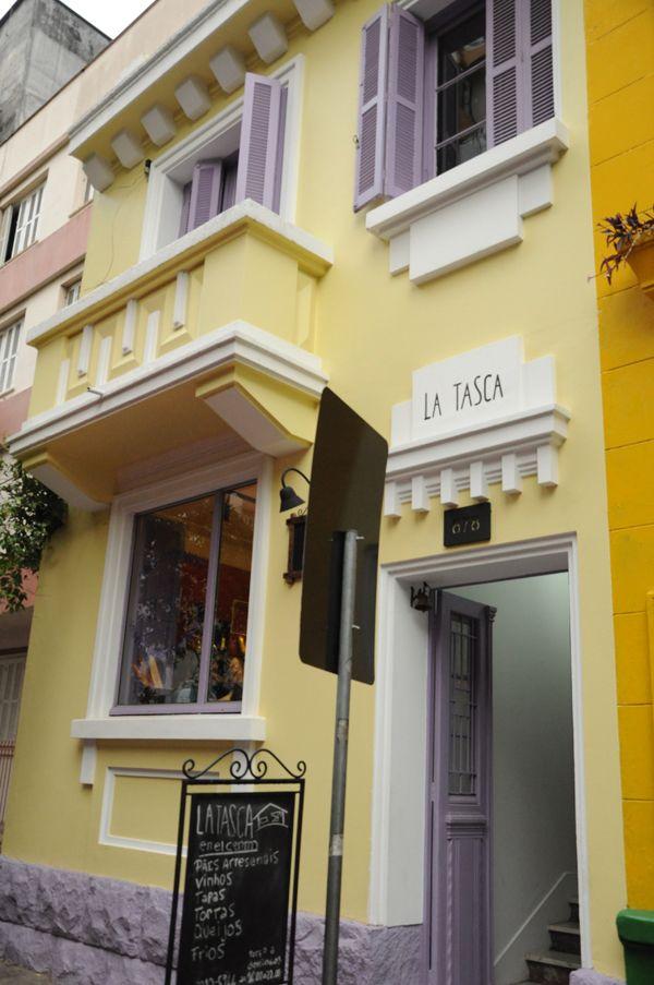 Gastamos, por pessoa, cerca de 47 reais, incluindo as bebidas.  La Tasca Rua Duque de Caxias, 678 - Centro Histórico Porto Alegre/RS Fone: (51) 3212-5966  www.latasca.com.br www.facebook.com/latascaenelcentro